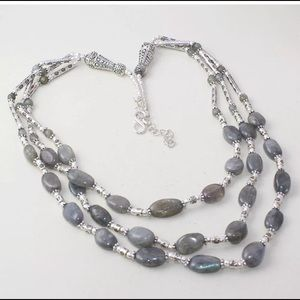 Handcrafted labradorite stones from India 925.SP